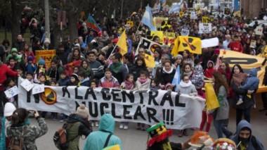 El Movimiento Anti Nuclear Río Negro (MAR) en una anterior movilización (foto gentileza diario Río Negro).