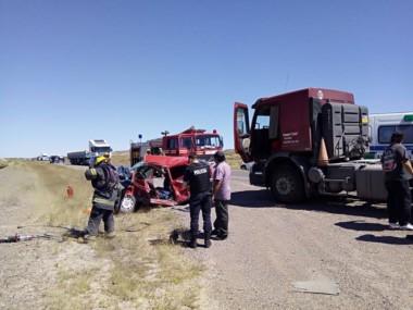 El accidente ocurrió a  escasos metros del ingreso al cementerio de Gaiman (foto facebook Omar Dominguez)