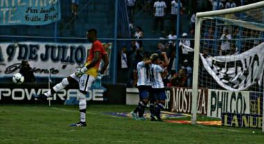 """Tras dos derrotas el """"Decano"""" volvió a ganar en la previa a la final de la Copa Argentina ante River."""