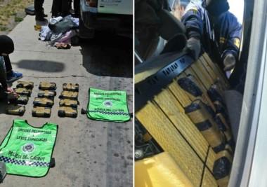 Policía exhibió los paquetes a un lado de la camioneta que los llevaba. Así llevaban la carga de la sustancia que debía llegar a Madryn.