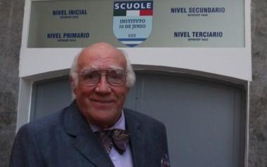 Dante Zavatarelli, periodista deportivo y docente, el hombre del moñito (1937 - 2017) .