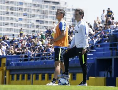 Otra mala para Boca: Leo Jara tuvo que abandonar el entrenamiento y luego se confirmó la lesión.