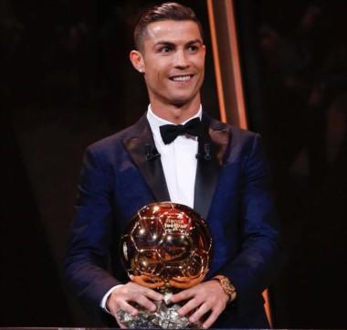 CR7 volvió a ganar el Balón de Oro, por quinta vez, y alcanzó a Messi.