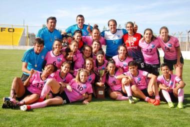 Dale campeón! Las chicas platenses se llevaron el trofeo del primer puesto del Nacional Femenino.