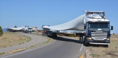 Los equipos viajarán en dos formaciones diarias  de cuatro camiones cada uno y recorrerán unos 251 kilómetros a una velocidad promedio de 40 km/h.