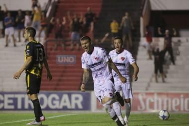 Con gol del uruguayo Ribas, Patronato ganó un cruce clave en la lucha por evitar el descenso.