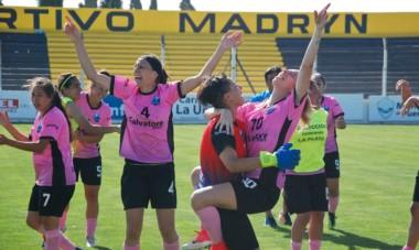 Un grito al cielo. Las chicas platenses festejaron el título femenino en Puerto Madryn. La arquera María Victoria Maugeri fue la figura.