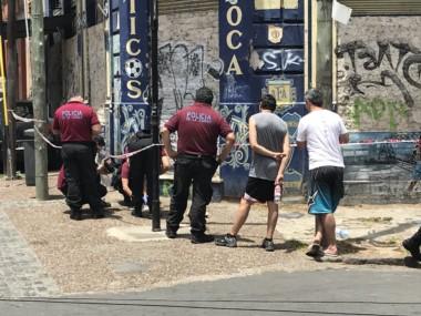 Turista apuñalado en la Boca por delincuentes, uno de ellos baleado por un policía de civil y detenido.