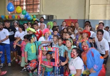 Con mucha alegría y color se vivió ayer el cierre de las Colonias de vacaciones de verano, en el Gimnasio Municipal Nº2. Una fiesta de las familias.