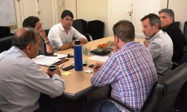 Los diputados del Frente reunidos con Linares.