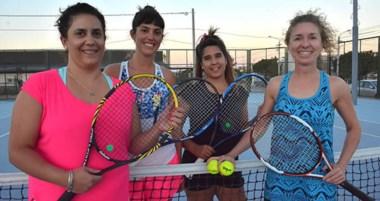 Gabriela Sittig, Agustina Vázquez, Florencia Moreira y María Esther Broggi, chicas de la 4ta categoría.