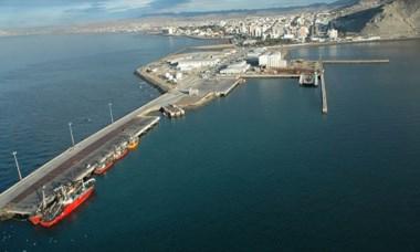 Panorámica. El puerto de Comodoro Rivadavia visto desde arriba.