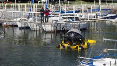 La nave fue botada a 3 kilómetros del centro de Bariloche (foto diario Río Negro)