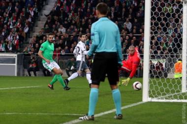 Con Romero de titular, el United avanzó en la Europa League.