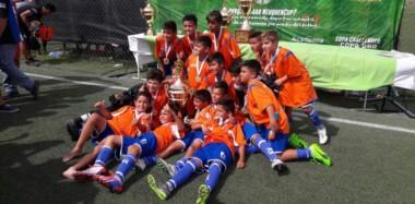 """Los chicos del  """"Azzurro"""" de Comodoro Rivadavia tuvieron una destacada actuación en la Neuquén Cup, con un título y un segundo puesto."""
