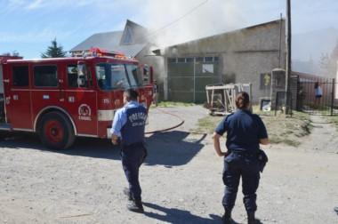 El incendio se inició cuando la carpintería estaba cerrada