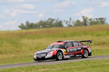 El sextuple campeón Canapino hizo la pole y largará adelante en Paraná.