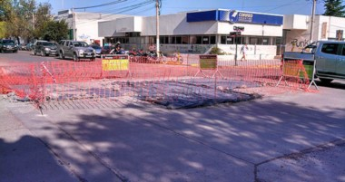 Obras municipales. Una de las tareas en plena ejecución en el centro de la ciudad del Golfo.