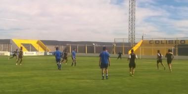 """En el estadio """"Abel Sastre"""", Deportivo Madryn jugó un amistoso con la CAI. Ahora espera el inicio del torneo."""
