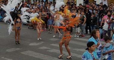 Muchisimos vecinos  vivieron la gran noche del cierre de recitales en la playa y participó de los carnavales en Puerto Madryn.