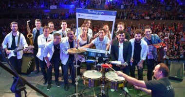 La cumbia pop de Los Totoras hizo  bailar  a todoes en el 111° aniversario de la ciudad cordillerana.