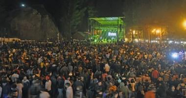 En la noche de ayer se realizó el sorteo del Telebingo Chubutense, y se presentó la Banda al Rojo Vivo.