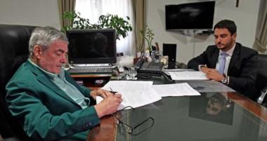 El gobernador y el fiscal de Estado le ponen la firma a la presentación de jury en la Magistratura.