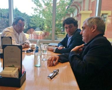 El encuentro en el Lucania con Tcharian para apaciguar los ánimos.