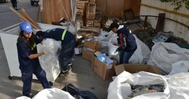 Los Recuperadores Urbanos llevan una semana trabajando solo en el casco céntrico de Trelew.