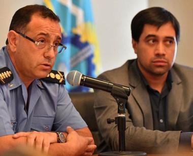 El jefe de la Policía y el ministro Durán y la conferencia semanal.