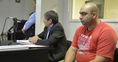Emiliano Nicolás y su astuto abogado, anoche aguardaban la determinación de la jueza Ivana González.
