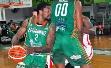 Estudiantes se mantiene fuerte en el Gigante Verde: 78-71 sobre Instituto de la mano de Dar Tucker.