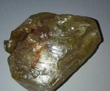 Una vez evaluada esta piedra podría situarse entre los puestos 10º y 15º de los diamantes más grandes encontrados hasta ahora.