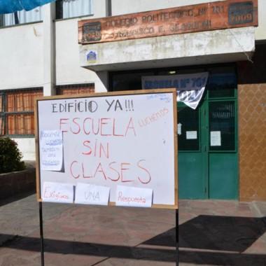 Advertencia. El cartel de los padres que avisa de la situación en Esquel.
