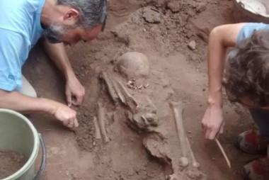 El hallazgo se produjo el último miércoles pero recién ayer se pudo continuar con las excavaciones debido a las intensas lluvias.
