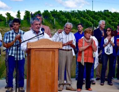 El Gobernador entregó aportes y presidió la Fiesta de Viñedos.