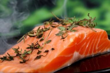 El salmón rosado es uno de los pescados más consumidos y esta asociado a propiedades favorables para contrarrestar enfermedades cardiovasculares.