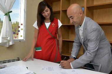 Jorge Aidar Bestene, presidente de la Fundación IARA, hizo  entrega de los elementos.