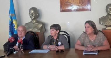 Hilda Toschi, junto a Abel Chein y Silvia Pecchi, en el anuncio de las actividades.