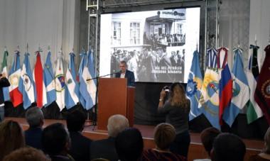 Postales. El mandatario hizo un sentido discurso y trajo al presente algunos de sus recuerdos personales sobre los años de plomo en Chubut.