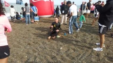 Extenuado, Parra luego de imponerse en la tradicional competencia Magagna-Playa Unión. (Foto: @natiaferrari).