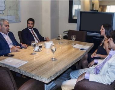 Diálogo. El diputado y el fiscal recibieron los elogios de una entidad especialista en materia de jurados.