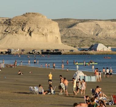 Puerto Pirámides, obviamente, entre las opciones más elegidas por los turistas en Península Valdés.