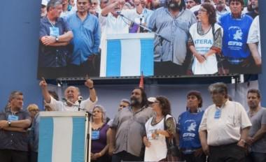 """""""Ojalá haya protestas hasta que caiga este modelo económico"""", indicó Micheli al abrir el acto."""