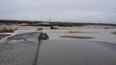 El agua se llevó parte de la ruta (Foto: La Petrolera)