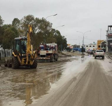 Trabajos. En Comodoro todos los recursos municipales se pusieron a disposición de la limpieza.