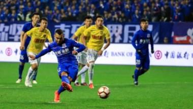 El Shanghai Shenhua de Tevez goleó 4 a 0 al Jiangsu Sainty con gran influencia del Apache.