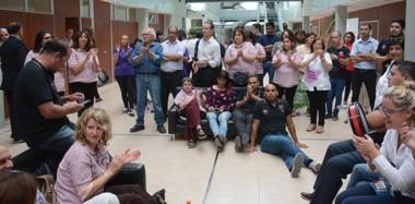 Bajo protesta. El protagonismo que tuvieron los empleados legislativos ayer impidió que los diputados tengan la primera sesión del año.