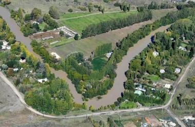 Agua turbia. Una postal del río Chubut, que llega al Valle con niveles de turbiedad que impiden usarlo.