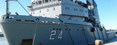 Islas Malvinas. Así se llama la embarcación que tiene su apostadero en Ushuaia y que amarró en la ciudad petrolera cargada de elementos de auxilio para una crisis histórica.